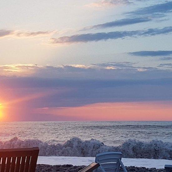 شاطئ باتومي صباحا