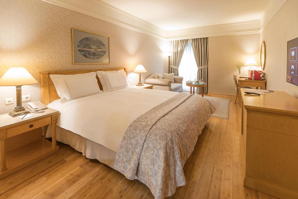 غرفة ديلوكس مع سرير واحد بحجم كوين وسرير أريكة